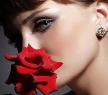 femme rose rouge